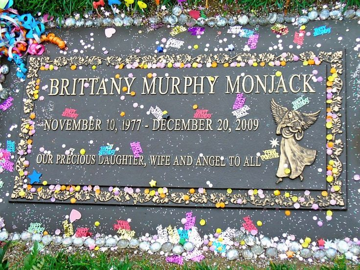 """Celebrity Headstones >Brittany Murphy-Film & Stage Actress,  best known for her movie roles """"Clueless"""", """"Girl Interrupted"""", """"Drop Dead Gorgous"""" """"8 Mile"""", """"Sin City"""", """"Riding in Cars with Boys""""."""