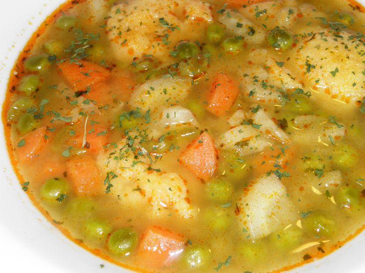Gyerekkoromban a zöldborsó az idény jellegű zöldségek közé tartozott, mint az már említettem a zöldbableves receptjénél. Így, amikor eljött ...