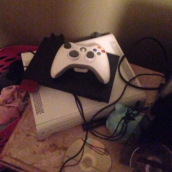 Xbox 360 2 controllers and games Both work. All pieces included. Other