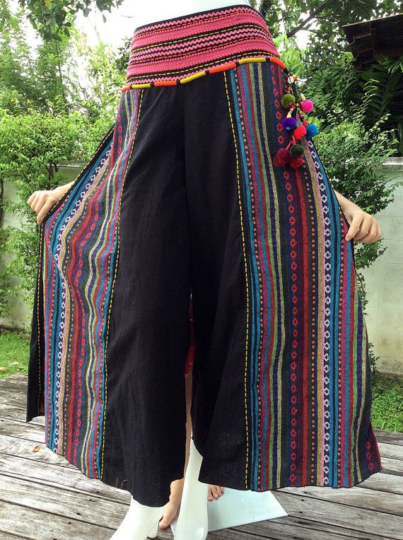 The wide-leg yoga cotton pants with Thailands Hill Tribe decorated style are created uniquely with their colors of materials, and have an elastic