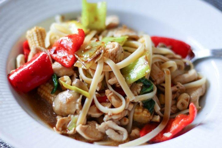 Kyckling, grönsaker och pasta i en pepprig sås. Enkel. lättlagad vardagsmat.