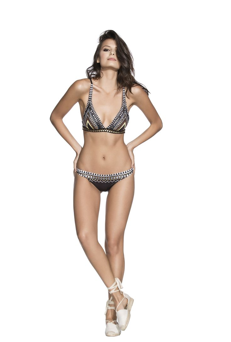2017 Agua Bendita - Bendito Nuba Bikini Top AF50967T1T in Black and Print