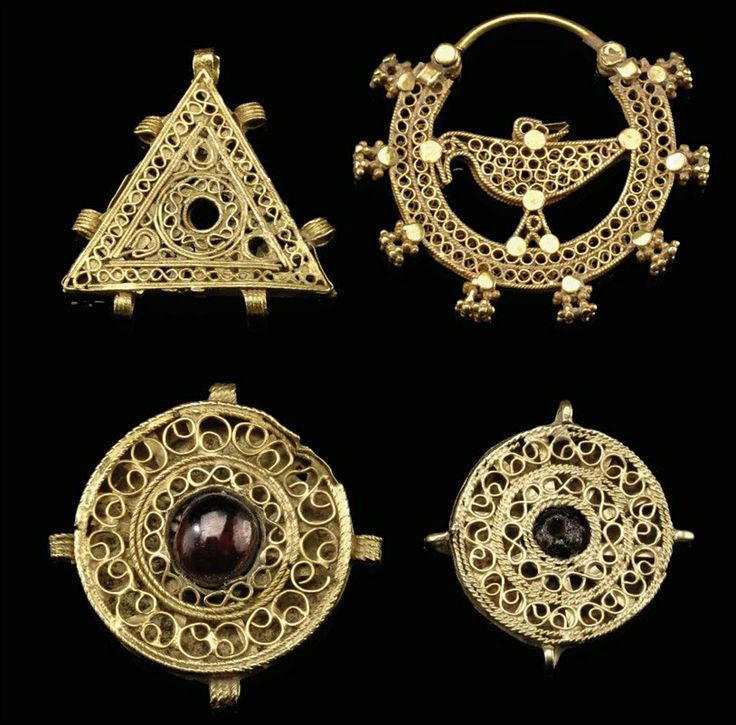 FOUR GOLD FILIGREE JEWELERY ELEMENTS, IRAN, 11TH CENTURY AND LATER