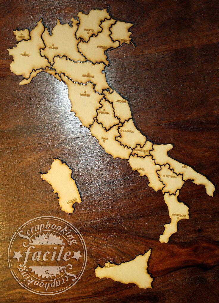 L'Italia suddivisa nelle sue regioni. Compensato tagliato a laser e con i capoluoghi di regione incisi.