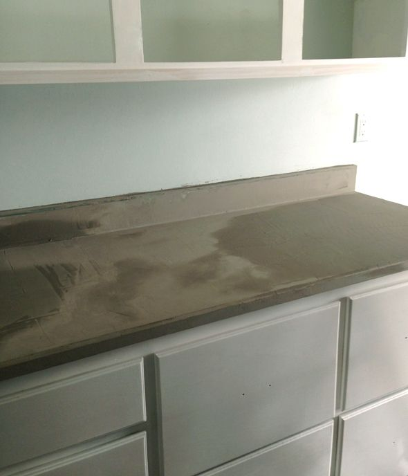 DYI Concrete counter top finish http://littlegreennotebook.blogspot.com/2013/07/diy-concrete-countertops.html