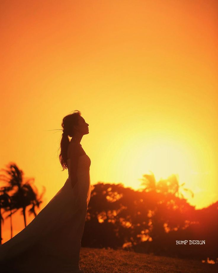 #ハワイロケ撮影 . . ビーチから時間もかからないくらいの移動で . こんなに素敵な夕陽に出会えました . 太陽さんいつも本当にありがとうございます .  . . #夕陽撮影超得意 #ストロボ灯持ってったけど使う必要もちろんなし #雲ひとつない空はむしろ赤くなりにくいけどさすがハワイの日差しはスペシャル . #結婚写真 #花嫁 #プレ花嫁 #卒花 #結婚式 #結婚準備 #ロケーション前撮り #カメラマン #ウェディング #前撮り #結婚式前撮り #写真家 #ゼクシィ #名古屋花嫁 #和装前撮り #持ち込みカメラマン #ウェディングフォト #2017春婚 #結婚式レポ #アサダユウスケ #赤いカメラ #日本中のプレ花嫁さんと繋がりたい #日本中の卒花嫁さんと繋がりたい #ウェディングニュース  #weddingphoto #バンプデザイン