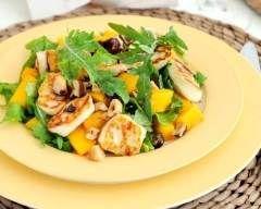 Salade de roquette, poulet grillé et mangue : http://www.cuisineaz.com/recettes/salade-de-roquette-poulet-grille-et-mangue-74941.aspx