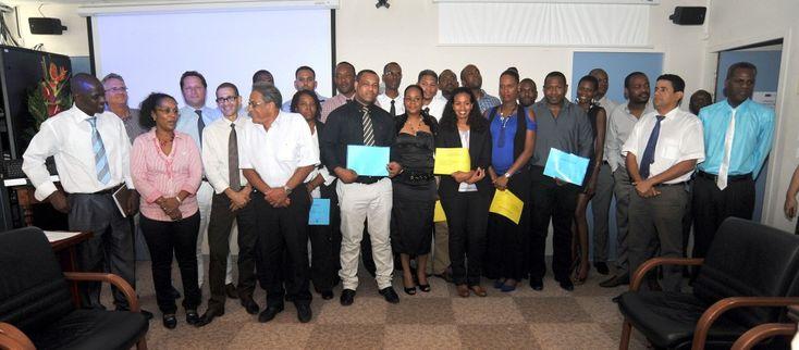 La fondation #UAG-GBH remet les Diplômes Universitaires de Manager de Rayon #Martinique #UAG972
