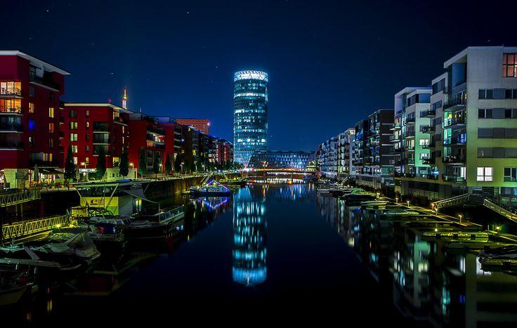 Photograph Frankfurt kleiner Hafen Heller by Björn Dohlich on 500px