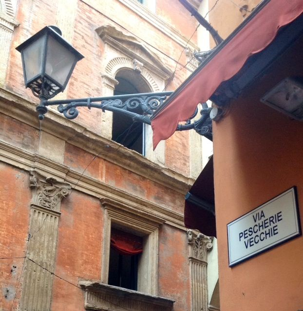 The gastronomic and cultural heart of Bologna! Enjoy the fresh food markets and the authentic gourmet food stores.