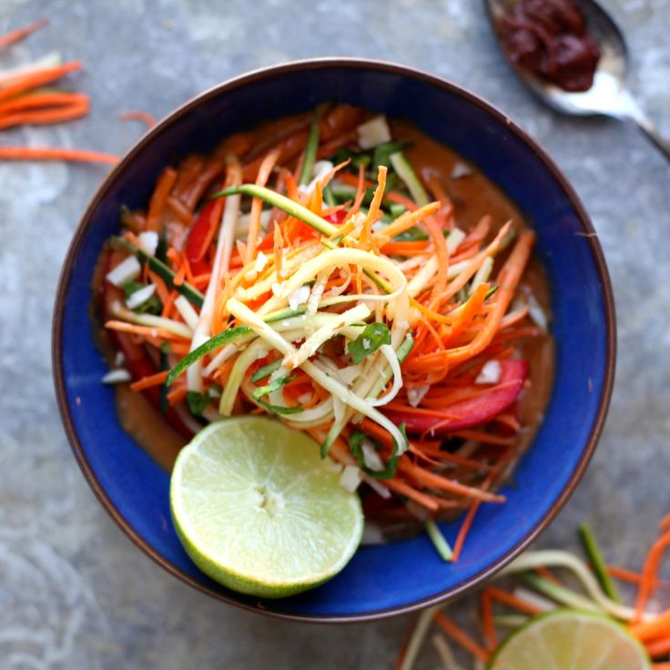 Coconut Lemongrass Raw Vegetable Salad // a delicious combination of Thai curry flavours with raw zucchini, sweet potato, carrots, and bell pepper