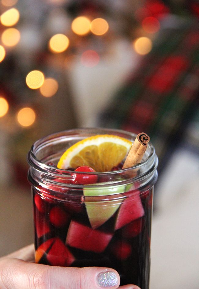 Winter Sangria Recipe  //  Great for the holiday season!