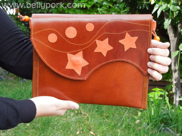 LEATHER Bag. Genuine star & circles , thick cow leather bag, handmade. Brown and orange. Lined in orange. door BellyPork op Etsy https://www.etsy.com/nl/listing/186892922/leather-bag-genuine-star-circles-thick