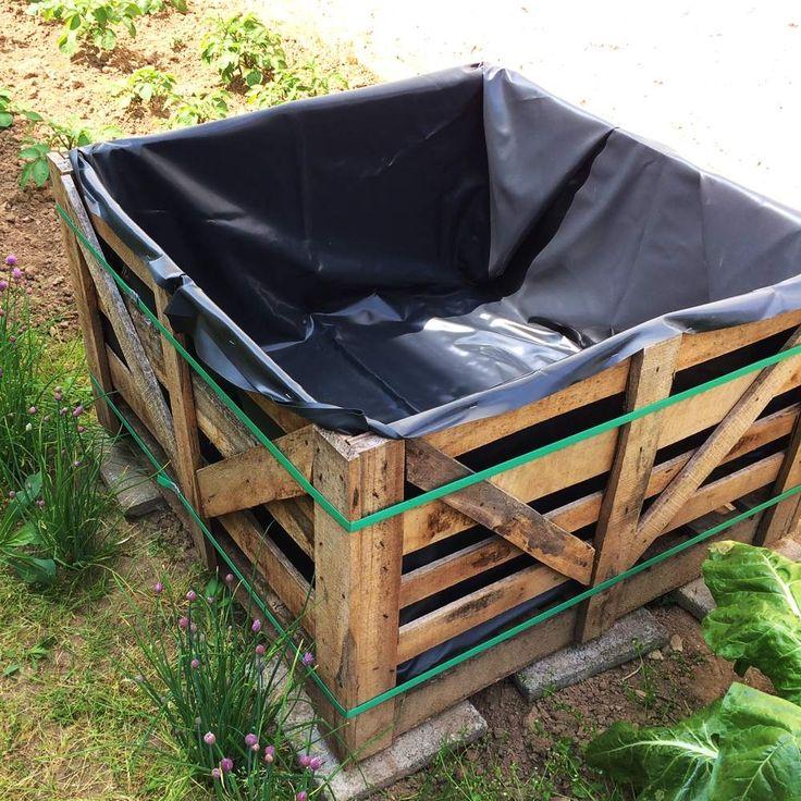 Letztes Frühjahr hievte mir ein Kran zwei Holzkisten voller Pflastersteine in den Garten. Die Pflastersteine wurden zu einem wunderschönen Boden in meinem Rosa Gartenhüttchen, die leeren Holzkisten…