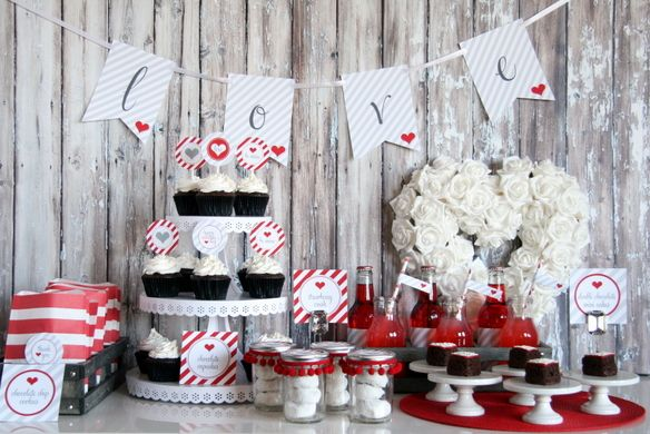 valentine's day dessert table - free printable LOVE banner - The TomKat Studio