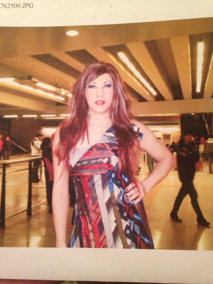 """Paula zaccony en metro de santiago, grabando escena para la pelicula """"santos"""" del cineasta chileno Nicolas Lopez. Sobras films."""