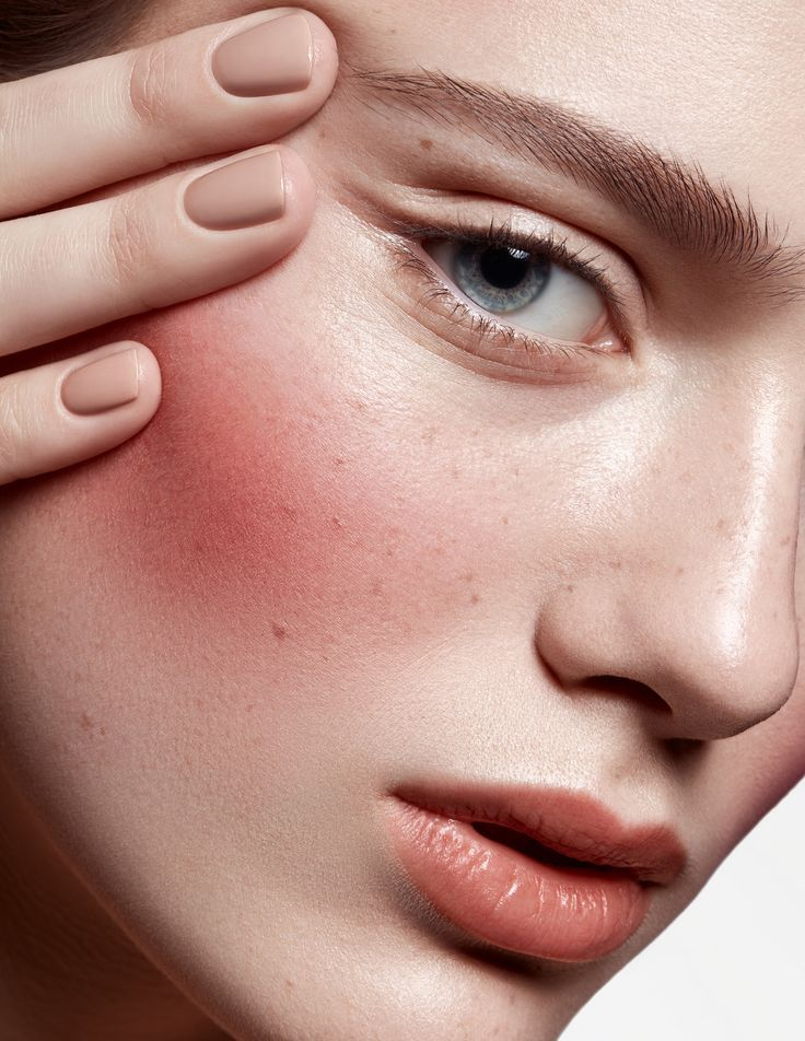 BEAUTY i love this strong blush look with fake freckles