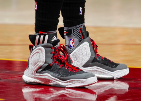 huge selection of 91414 9e044 Derrick Rose - Adidas D Rose 5 Boost   Who s Wearing What    Sneakers nike, Rose  adidas, Sneakers