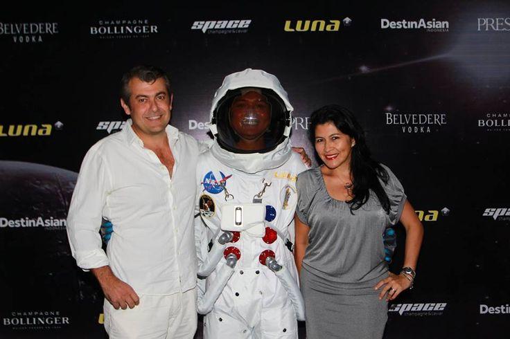 #Lunafriends #Spacechampagne&caviar #astronaut #launch #party @MichaelLunoe @AlexLunoe @Luna2 #friends #Seminyak #Bali