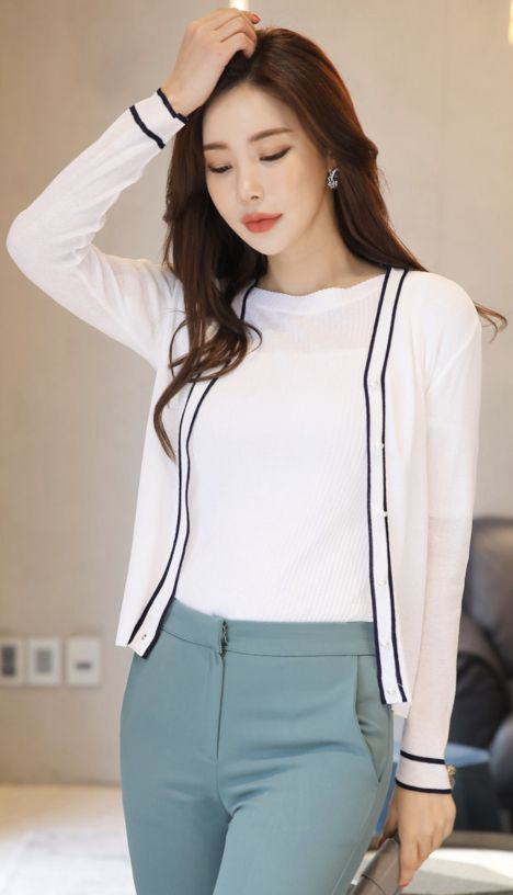 StyleOnme_Color Trim Line Pearl Button V-Neck Cardigan #black #white #cardigan #koreanfashion #kstyle #kfashion #springtrend #dailylook