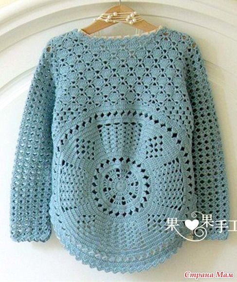 Пуловер имеет очень интересный силуэт за счет спинки основанием которой является круг. Пряжа хлопок 300 гр. Крючок 2.5. Обхват груди 40 см. Длинна 37 см. http://www.liveinternet.ru/