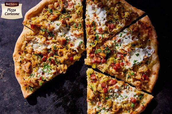 Zawsze powtarzamy, że weekend to idealny czas aby sprawdzić się w kuchni z nie koniecznie super wyszukanymi potrawami😄 Jeśli ma być szybko, smacznie i z dużą satysfakcją z dobrze przygotowanego produktu to polecamy zdecydowanie nasze Ciasto do Pizzy Best Bakery + ulubione składniki a wyczarujecie takie smakołyki jak na zdjęciu 😄👌👌👌 Stefan 😄 #pizza #asunto #bestbakery #myfood #ciastodopizzy #ciastodopizzywkulce #pizzacorleone #pizzeria