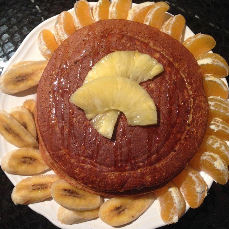 Ya conocéis lo mucho que me encantan mis tortitas mañaneras, y ademas creo que no soy la única ejejje!! todos los días me veo etiquetada en un montooooon de fotos de las tortitas que hacéis, y son lo mas!! ademas me encanta ver como empezamos todos haciendo unas especies de torta deforme y acabamos inventando obras de arte para desayunar!!! y desde luego he comprobado que desayunar tortitas… ENGANCHA!! y por muchos motivos…te sientes con energía, siempre sientan estupendamente, te ayudan…