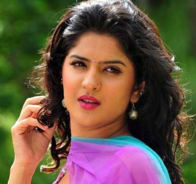 Deeksha Seth Wiki, Age, Biography, Height, Family, Husband, Profile. Deeksha Seth Date of Birth, Bra size, Net worth, Movies, Body Measurements Family Photos