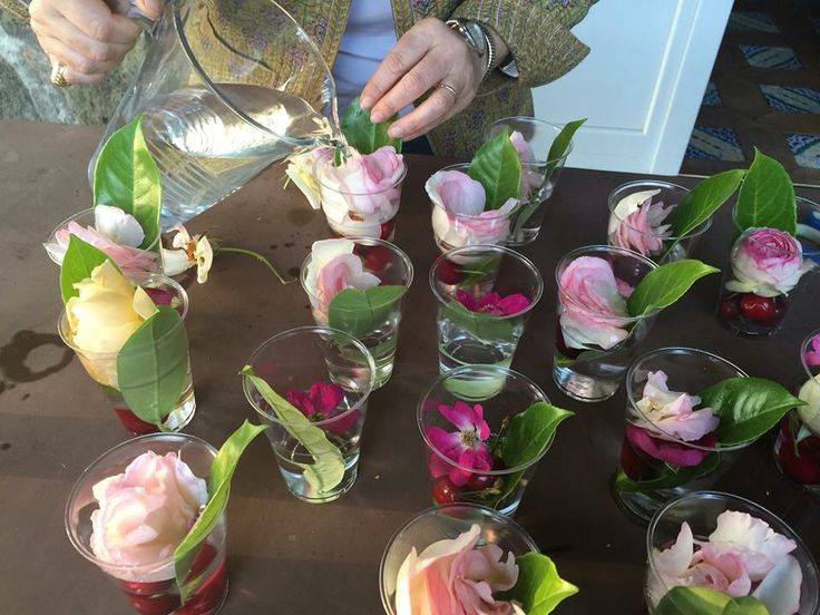 Making ice with flowers ..,