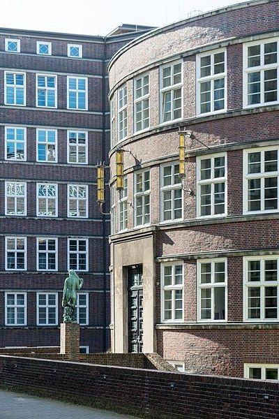 Portal der Grundbuchhalle in Hamburg