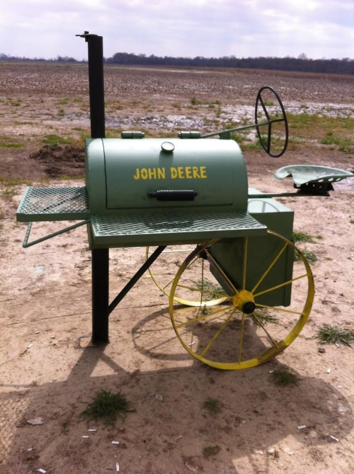 John deere grill,MY DAUGHTER WOULD GO APESHIT FOR THIS ONE