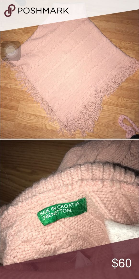 Benetton poncho Benetton knit poncho with fringe. Only worn once (don't know what happened to the tags) Open to offers, but no offers on bundles please! 25% off will be applied to bundles! 💕 United Colors Of Benetton Sweaters Shrugs & Ponchos