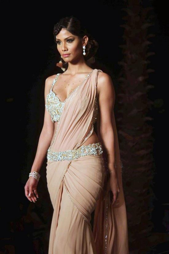 how to put on a saress dress