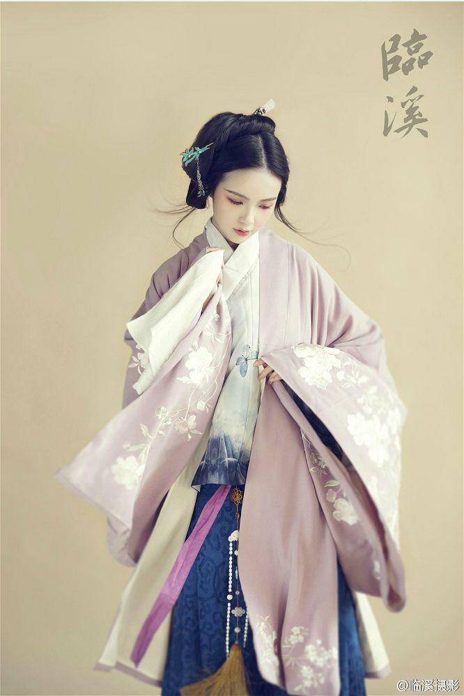 Hanfu(traditional han chinese clothing) photography. 临溪摄影 http://www.weibo.com/lxphoto