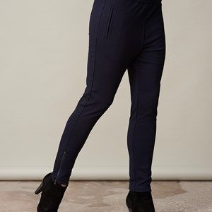 AISHA elegant pants, dark blue. The pants for the office to style with our elegant jacket. Not only a beautiful suit, but also a very comfortable one. Can also be casually styled with a cool sweater. Elastic waist which gives a pleasant fit. Zippers at the bottom of the legs. We recommend that you buy this pair of pants in a size smaller than usual.
