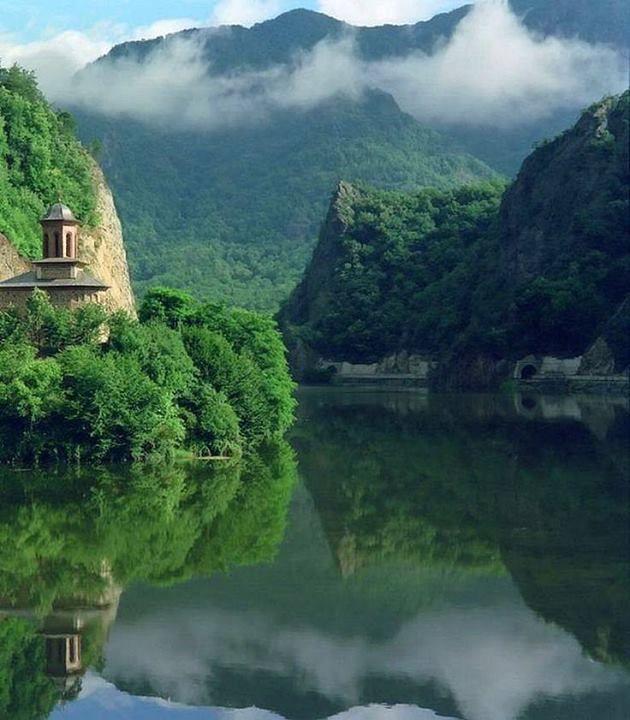 Olt river Valley, Romania. www.romaniasfriends.com