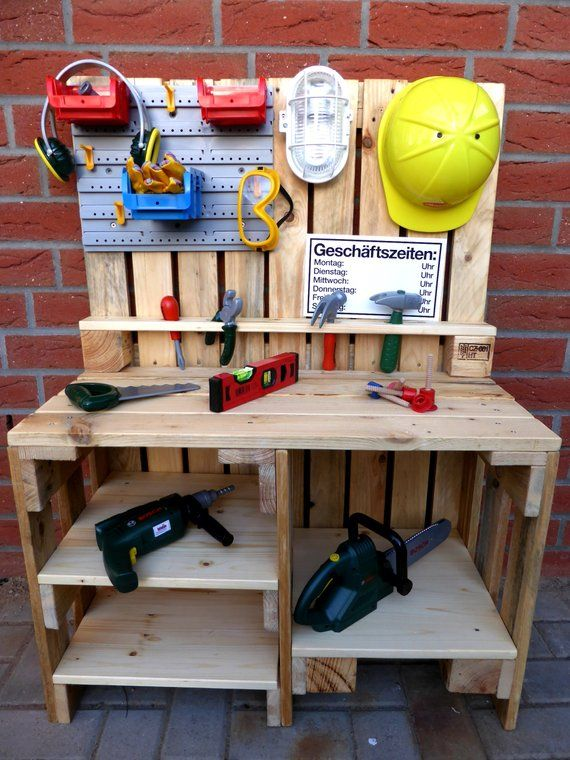 Children's workbench made of pallet wood