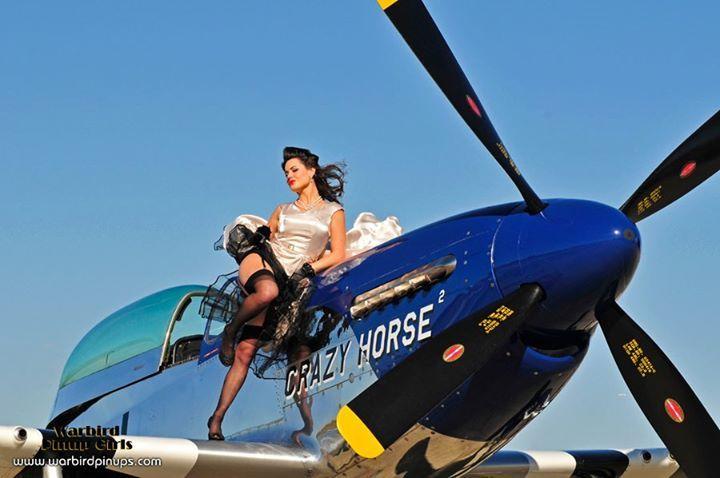 Голая и самолет