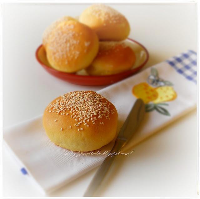 http://pezzettiello.blogspot.it/2012/03/panini-al-burro-con-sesamo.html