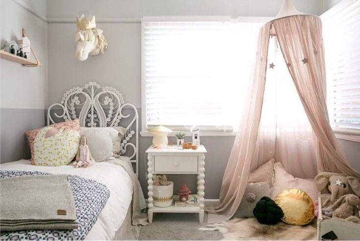 Детская комната девочки в серо-кремовой гамме