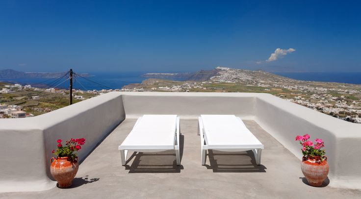 Suites Services: Hairdresser, makeup and related services (upon request), Santorini excursions and boat trip planning (upon request), Traditional Santorini bus tours (upon request), Private sailing – catamaran tours (upon request).