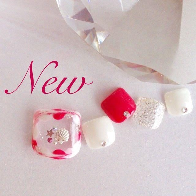 「New #Nail#Gelnail#Nailart#Foot#Pink#White#Silver#Shell#Summer#ネイル#ジェルネイル#ネイルアート#フットネイル#ピンク#ホワイト#白#シルバー#シェル#夏ネイル#ピーコック#ワンカラー」