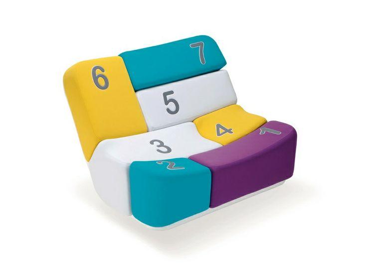Hai mai giocato a twister? Scommetto però che non l'hai mai provato su un divano! Non perdere quest'occasione..Un divano che funge anche da gioco! ( Have you ever played twister? But I'll bet who you never tried it on a couch! Do not miss this opportunity..A sofa that doubles as a game! ) http://www.idfdesign.it/divani-divanetti-design/shift.htm [ #design #designfurniture #divano #sofà #adrenalina #coloredSofa #divanoMulticolore #multi-coloredSofa #SofaGame ]