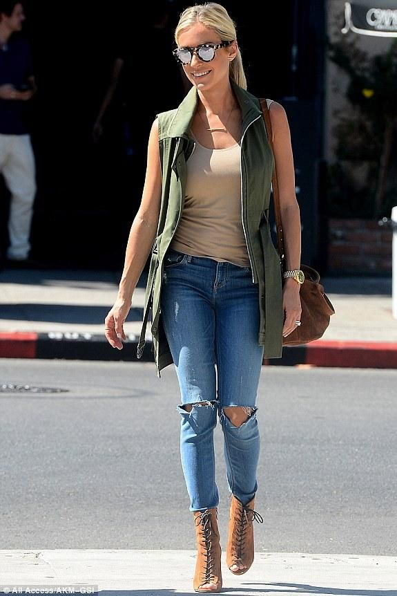 Kristin Cavallari wearing Illesteva Leonard Round-Frame Acetate Mirrored Sunglasses, Marissa Webb Gavin Canvas Vest, Grlfrnd Candice Mid-Rise Super Stretch Skinny Jeans, Kristin Cavallari Lawless Lace Up Booties in Caramel Suede and Ecote Fern Suede Tote Bag in Brown