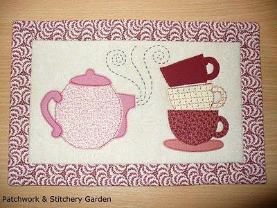 I like this mug rug - no pattern.