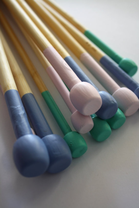 Painted needles. Oooh... I like this, but I'd do neon. :)