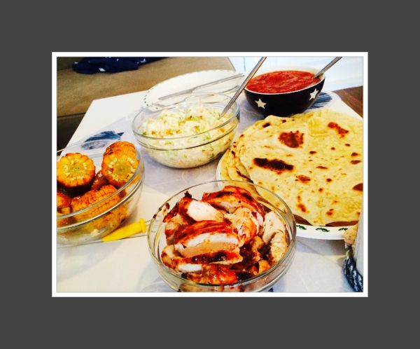 Hjemmelaget tortillalefse med grillet kyllingfilet, coleslow og barbequesaus. (Hege'sKulinariskeFanatisme)