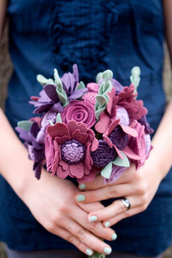 Пользовательские свадьбы Уайлдфлауэр Войлок Букет - Альтернативные Свадебные цветы - фиолетовые и Сливы -