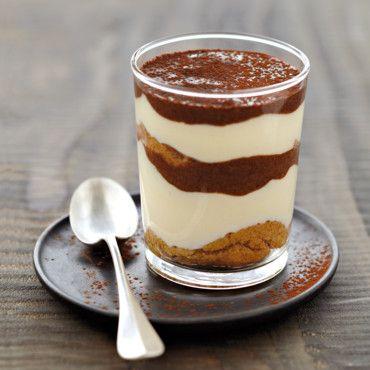 Sucré - Tiramisu au nutella pour 4 : 2,5 càs de nutella (100g) * 30 cl de café froid * 8 biscuits à la cuillère * 3 oeufs * 300 g de mascarpone * 80 g de sucre en poudre * Cacao en poudre. Recette sur le site.