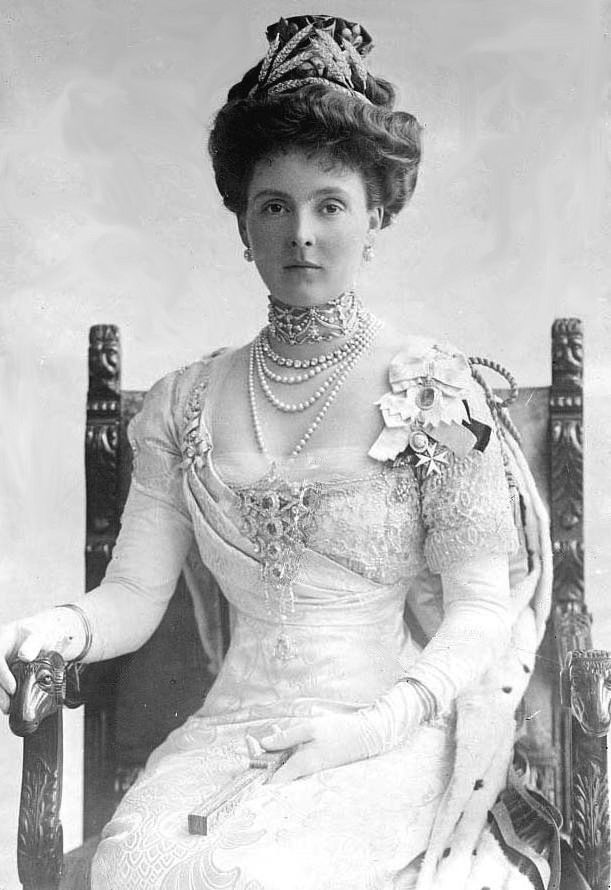 Princess Alice, Countess of Athlone, wearing the Duchess of Teck's Stomacher & ears of wheat tiara to 1911 coronation   /jeanprytyskacz/the-historienne/  BACK BACK  Notice Jewelry